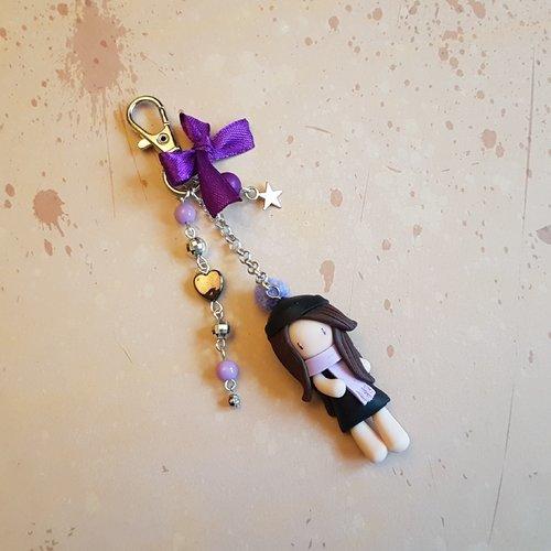 """Porte clés / bijoux de sac poupée """"hiver"""" de couleur parme"""