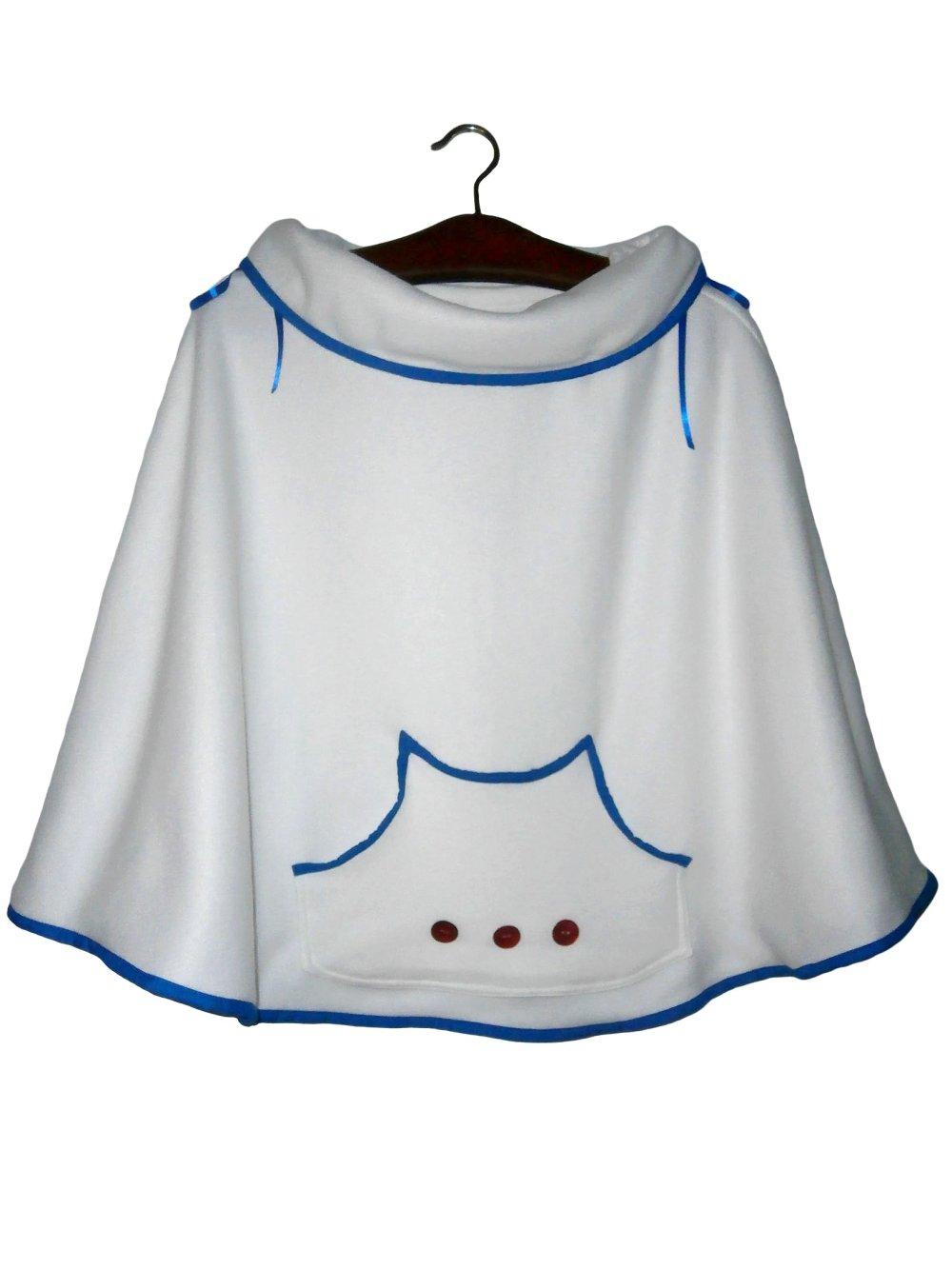 Poncho fillette 7-8ans, polaire douillet blanc neige et coton bleu roi, poche kangourou, boutons nacrés rouges