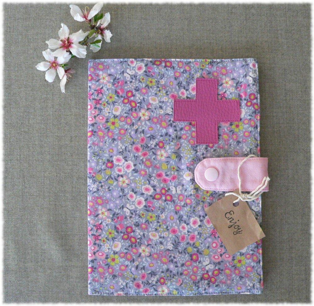 Protège carnet de santé fait main avec poches intérieures