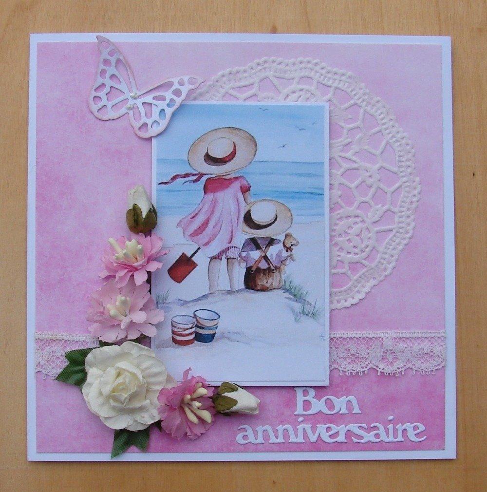 carte joyeux anniversaire - image estivale enfants sur la plage, napperon, dentelle, fleurs, papillon