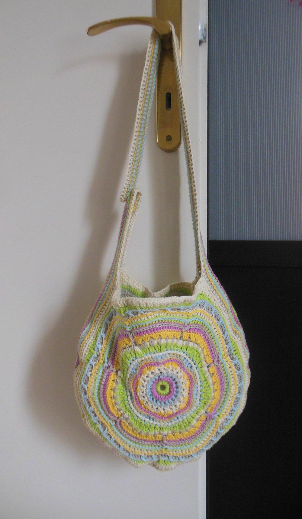 sac rond boho fleur porté épaule