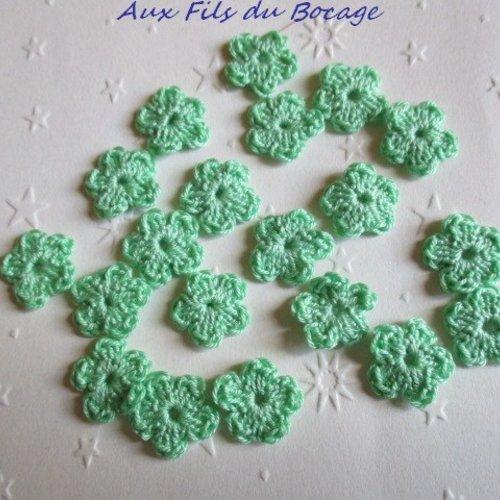 Fleurs au crochet, 2 cm, lot de 20, en coton vert pâle, appliques *151*