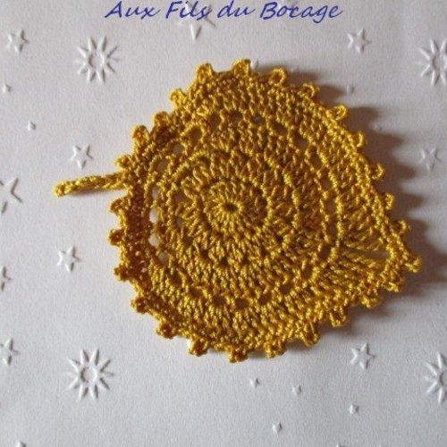 Feuille au crochet, coton jaune safran, appliques, *163*