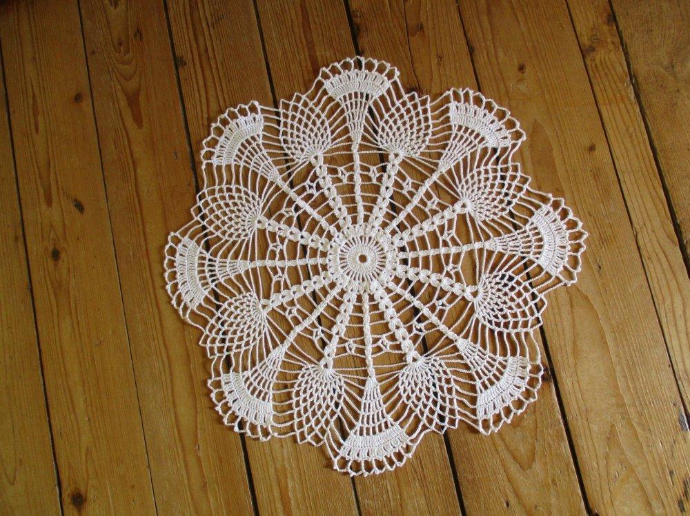 Napperon au crochet blanc 40 cm.