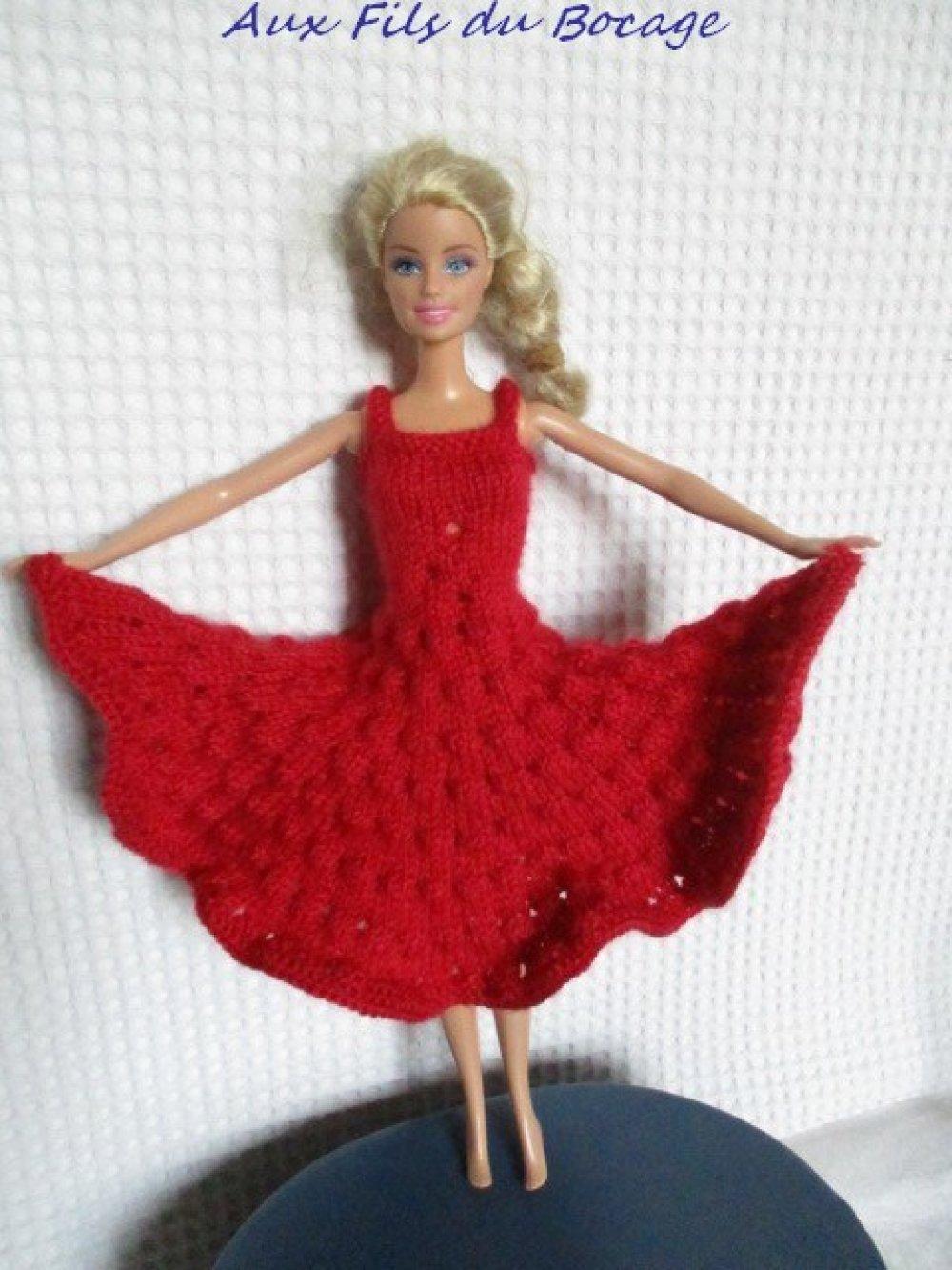 Vêtement poupée Barbie, robe en laine rose