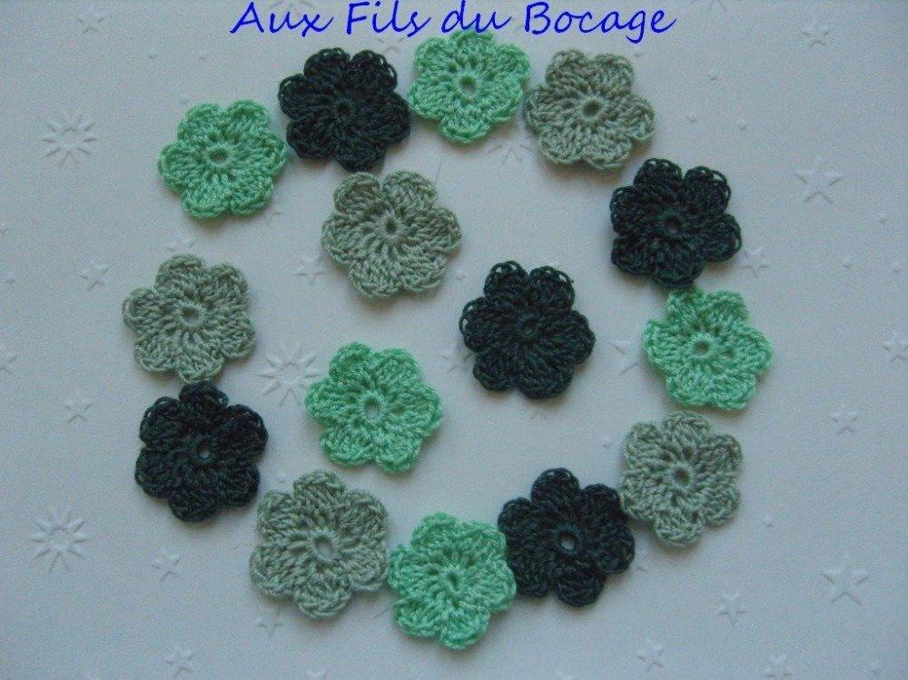Mini fleurs vertes au crochet, lot de 15 en coton, 2.5 cm. *133*