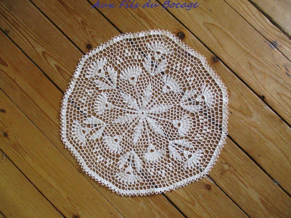 Napperon au crochet coton blanc