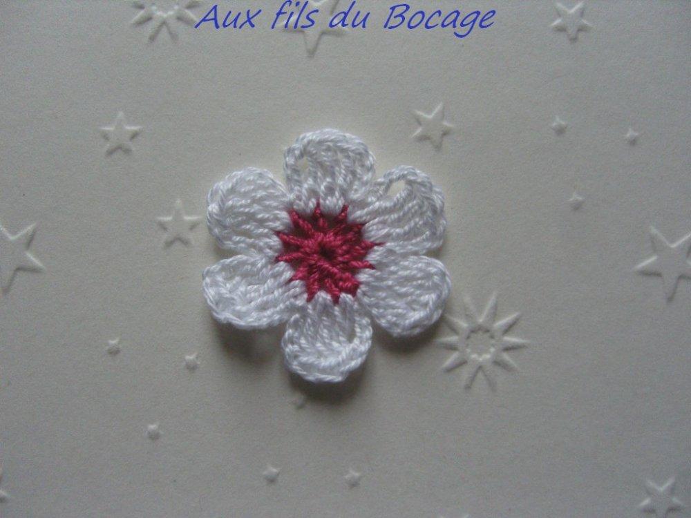 Fleurs au crochet, appliques, lot de 10, corail et blanc  *243*
