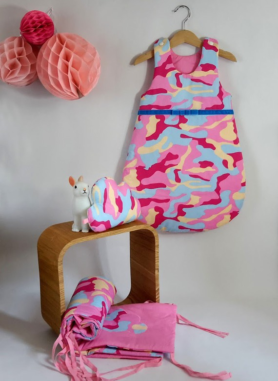Tour de lit, gigoteuse bébé fille hiver et son doudou nuage unique en coton rose et bleu camouflage, 0/6mois,