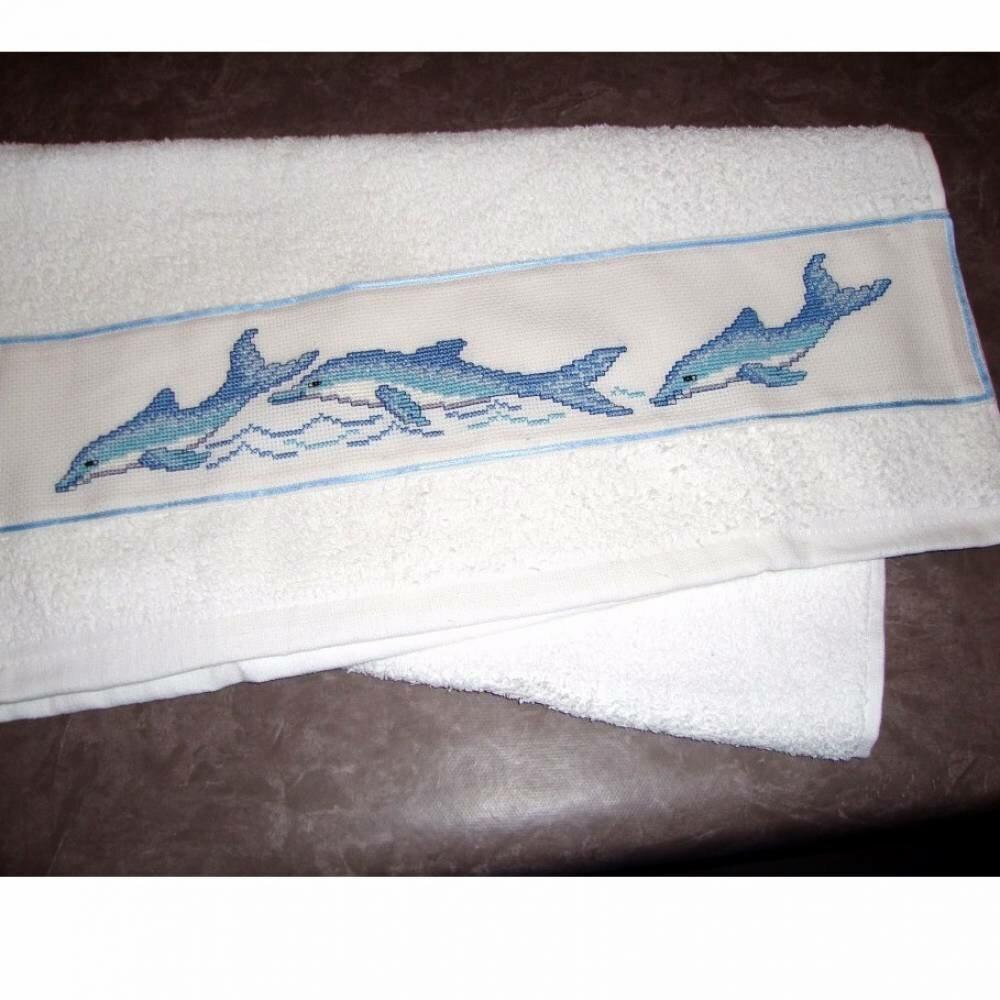 Serviette brodée à la main la balade des dauphins