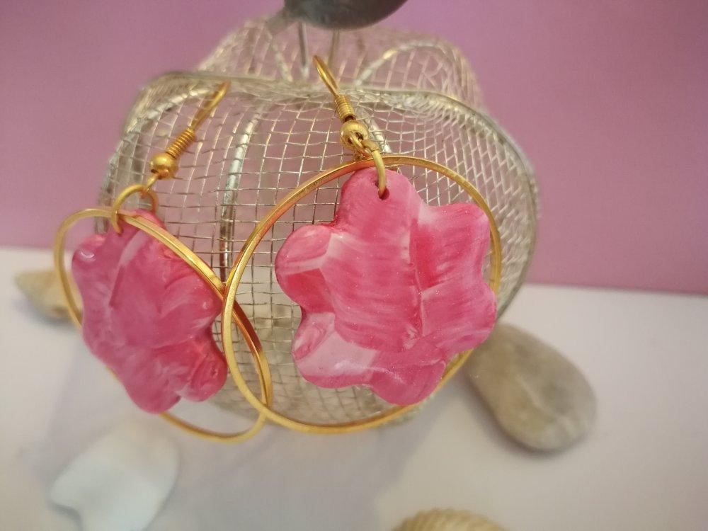 Boucles d'oreilles anneaux et  fleurs