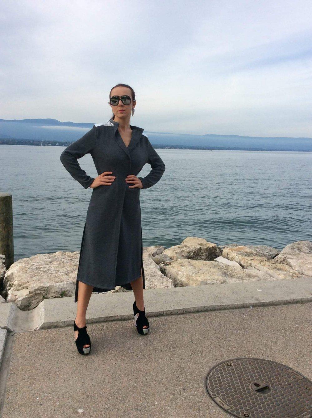 Gilet long futuriste en coton melange avec des empiècements en jersey argenté