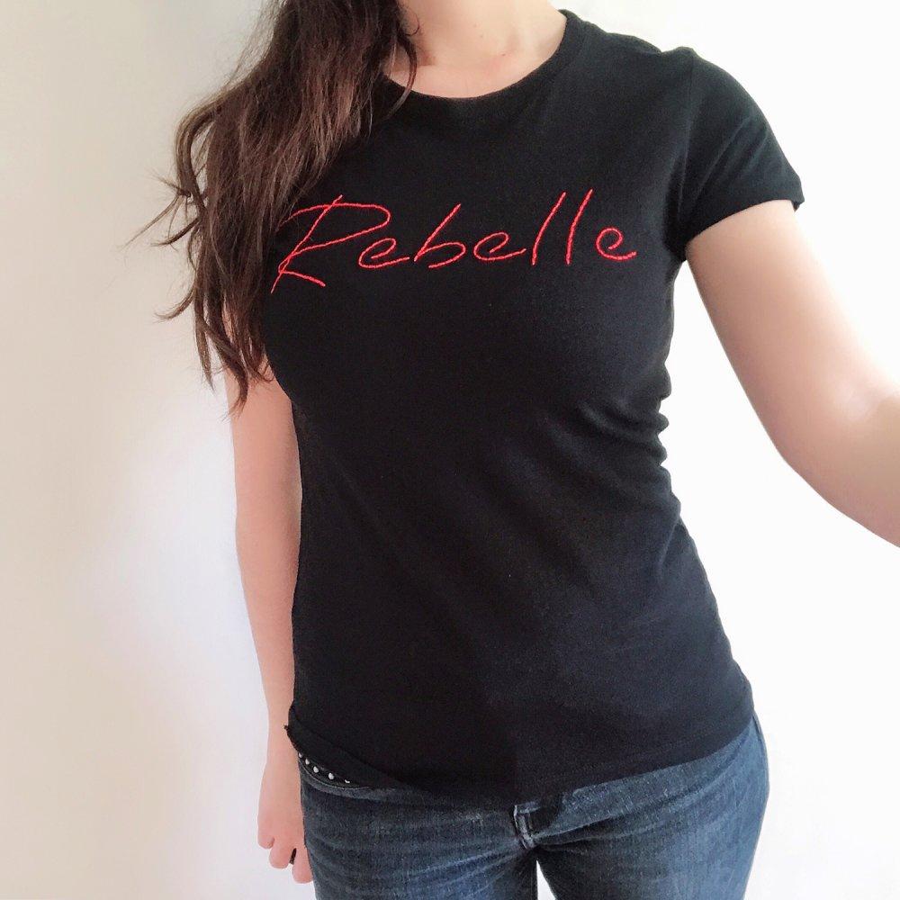 T-shirt Femme brodé à la main