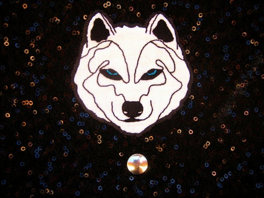 "Pochette brodée ""White Wolf"""