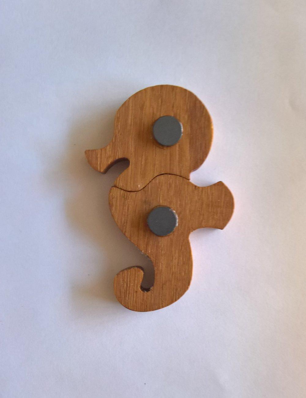 """Magnets animaux - """"Chimères"""" - Hippocampe - Un puzzle éducatif en bois simple et ludique."""