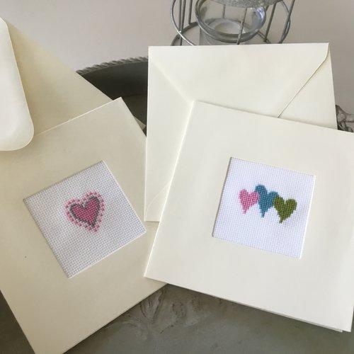 Lot de 2 cartes doubles brodées avec enveloppes coeurs