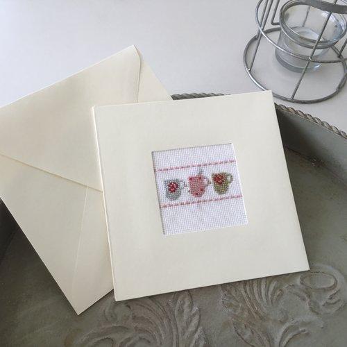 Carte double avec enveloppe motifs tasses à thé