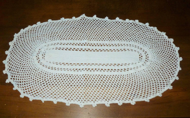 Réf.810 napperon ovale, 62x33,5cm, en coton blanc