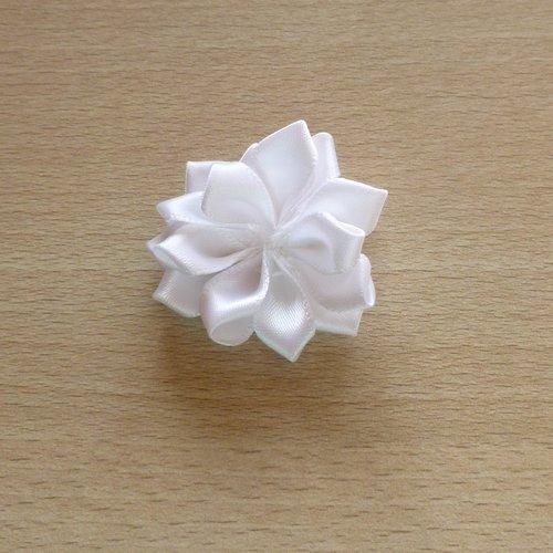 5 fleurs en tissu blanc 37mm