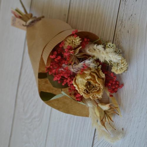 Petit bouquet de fleurs séchées rose séchée