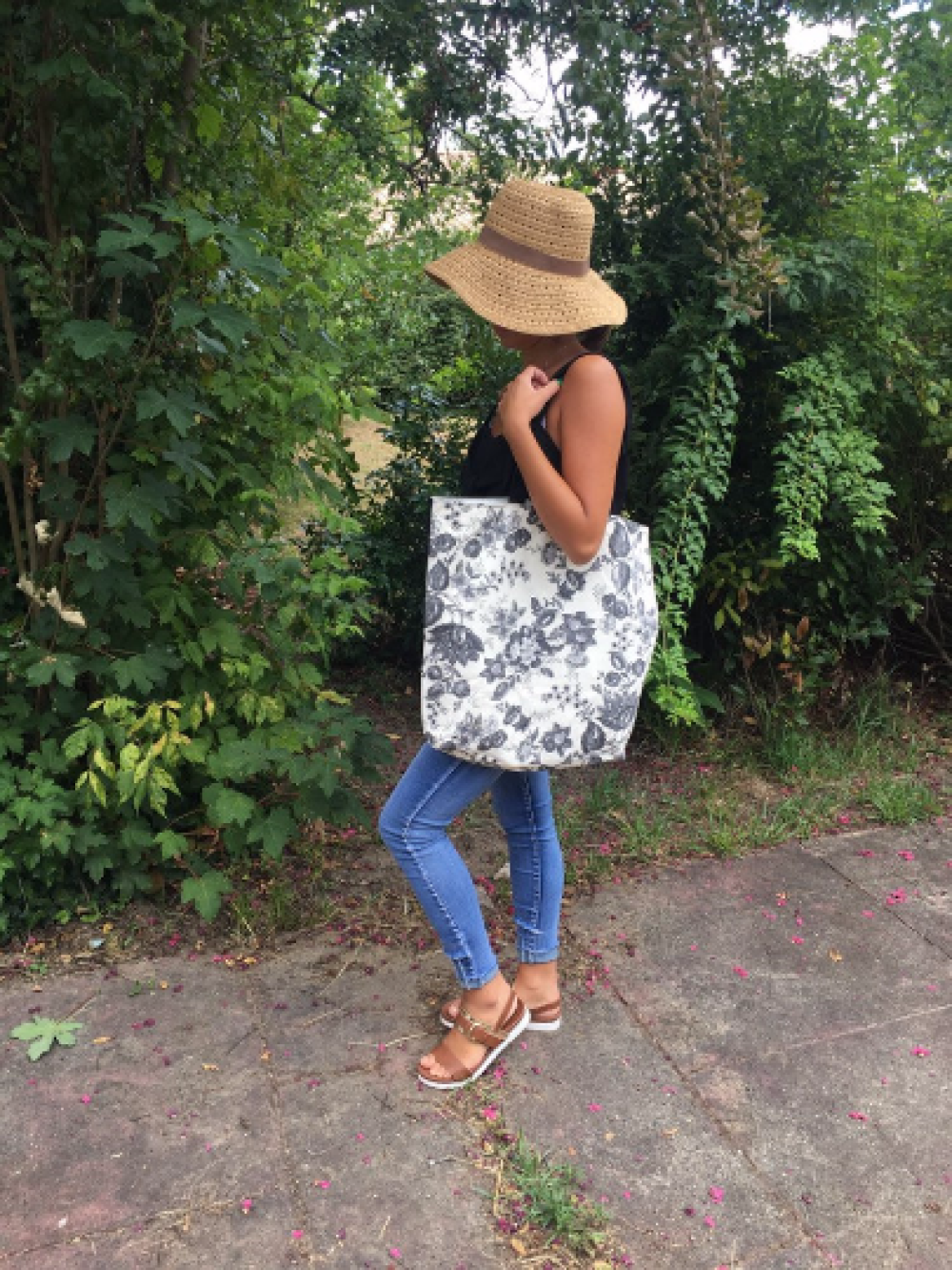 Sac cabas / tote bag / grand sac a main/ sac a main / grand sac / sac avec motif fleurs gris