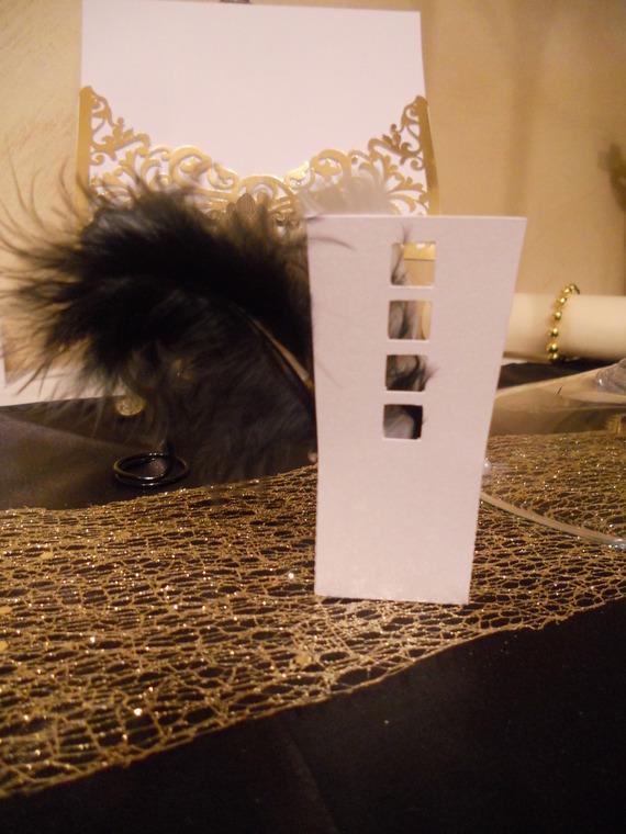 """ballotins forme chaise blanche rétro noir et or plume """"théme Gatsby"""" mariage,anniversaire..."""