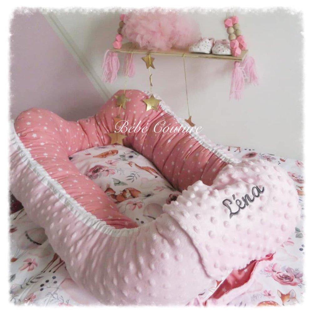 Baby nest (cocoon) rose étoilé, rose minky et tissu biche