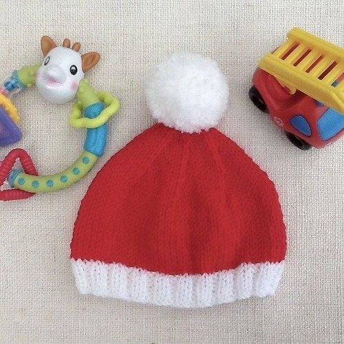 Bonnet bébé coloris rouge et blanc, à pompon blanc, noël