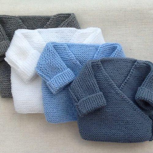 1 brassière bébé, gilet bébé, cache-coeur tricot, laine, layette, cadeau naissance, blanc ou bleu ciel ou gris ou bleu jean