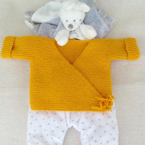 Brassière bébé, gilet bébé, cache-coeur tricot, laine, layette, cadeau naissance, moutarde