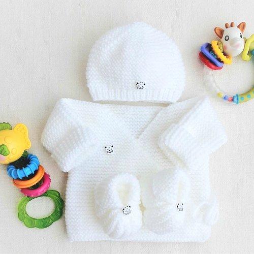 Ensemble bébé brassière bonnet chaussons, tricot, laine, layette, cadeau naissance, boutons chat
