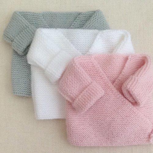 1 brassière bébé, gilet bébé, cache-coeur tricot, laine, layette, cadeau naissance, blanc ou gris ou rose
