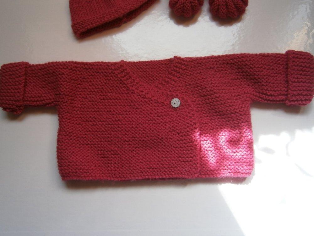 ensemble brassière cache-cœur  bonnet et chaussons bébé tricot laine layette naissance