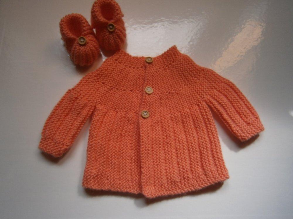 brassière bébé tricot laine layette et ses petits chaussons assortis 0/3 mois