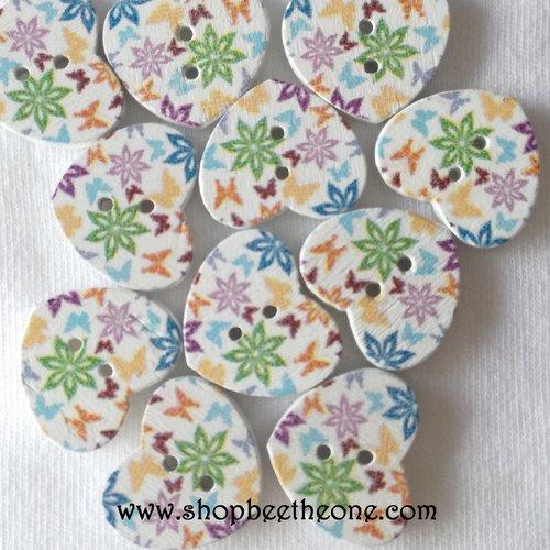 """Lot de 10 boutons petit coeur """"fleurs multicolores"""" en bois - 17 mm - modèle b"""