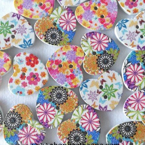 """Lot de 10 boutons petit coeur """"fleurs multicolores"""" en bois - 17 mm - mix"""