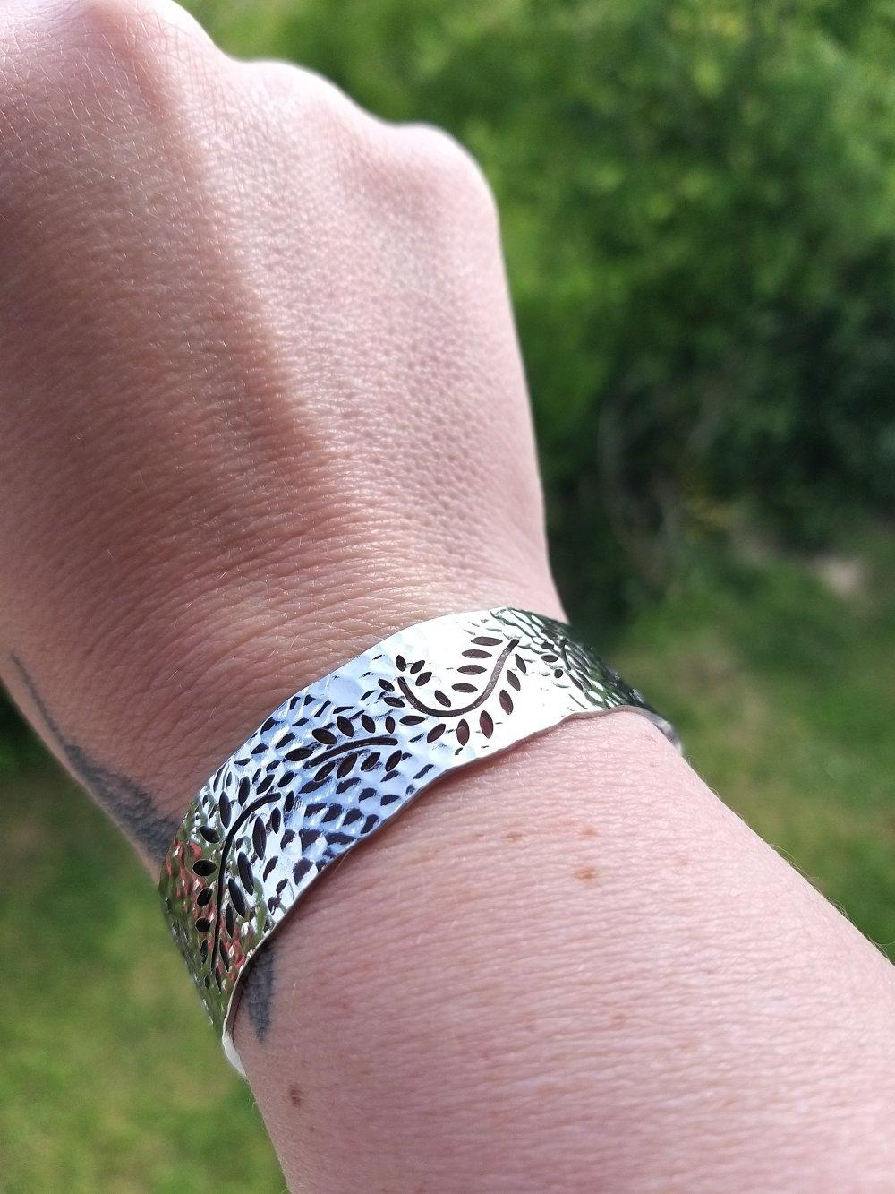 Bracelet feuille ajourée