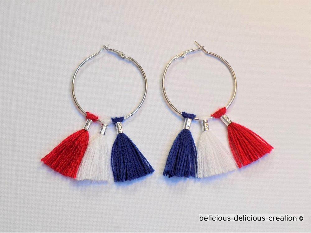 Original Boucles d'oreilles creole !! TASSELS !!en metal argente avec bleu red and white tassels en laine T: 8.5cm x 5cm belicious-delicious