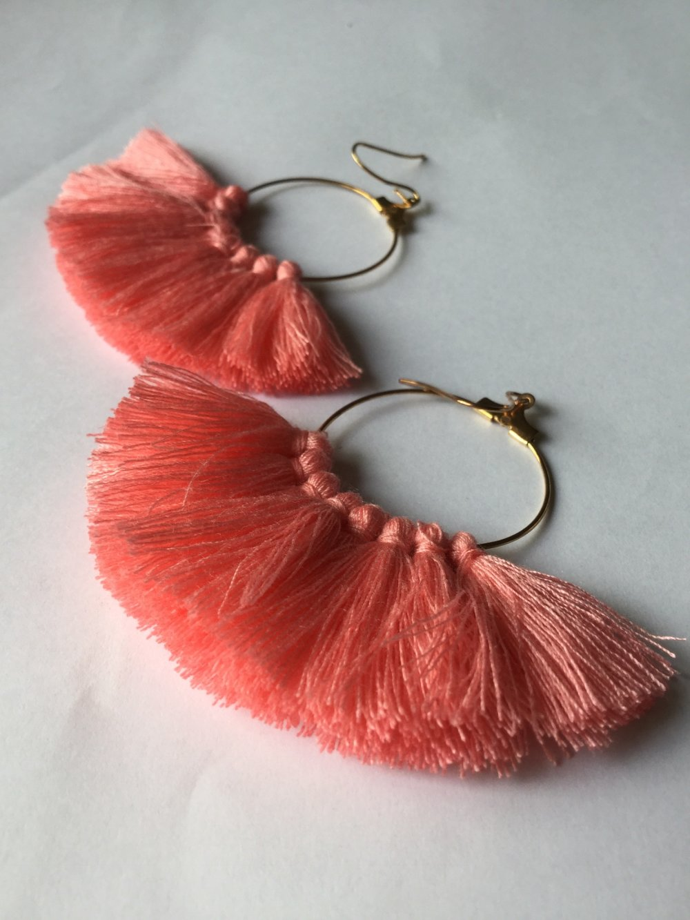 Boucles d'oreille pompons, pompons roses corail