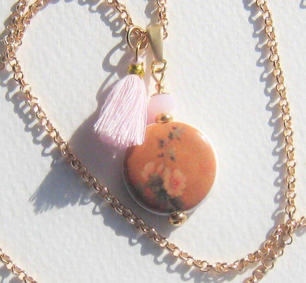 """"""" Aubépine """" pendentif orange et rose en porcelaine avec chaîne dorée et pompon"""