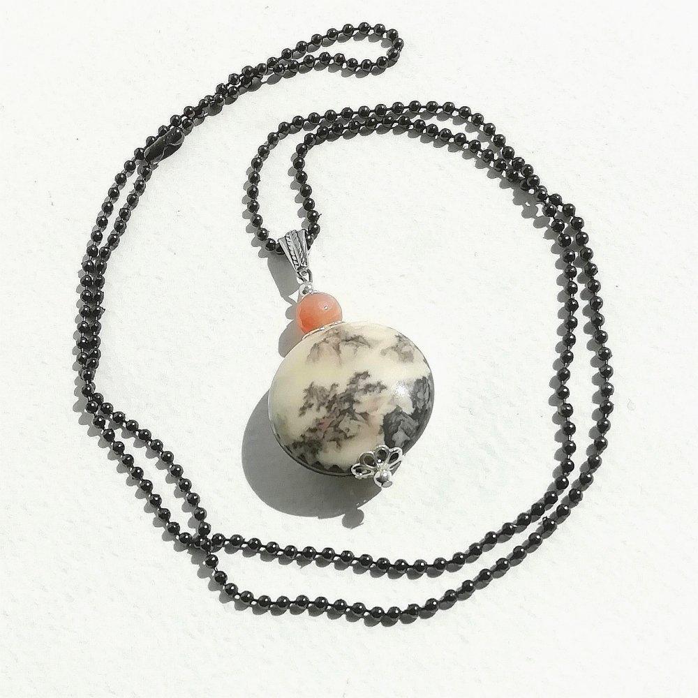 """Pendentif """"conte du Japon"""" porcelaine médaillon illustré paysage gemme agate orange chaîne billes acier inox gun perles bélière argent"""