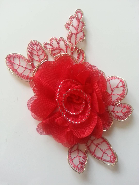 applique fleur en dentelle  et mousseline rouge    12*8cm