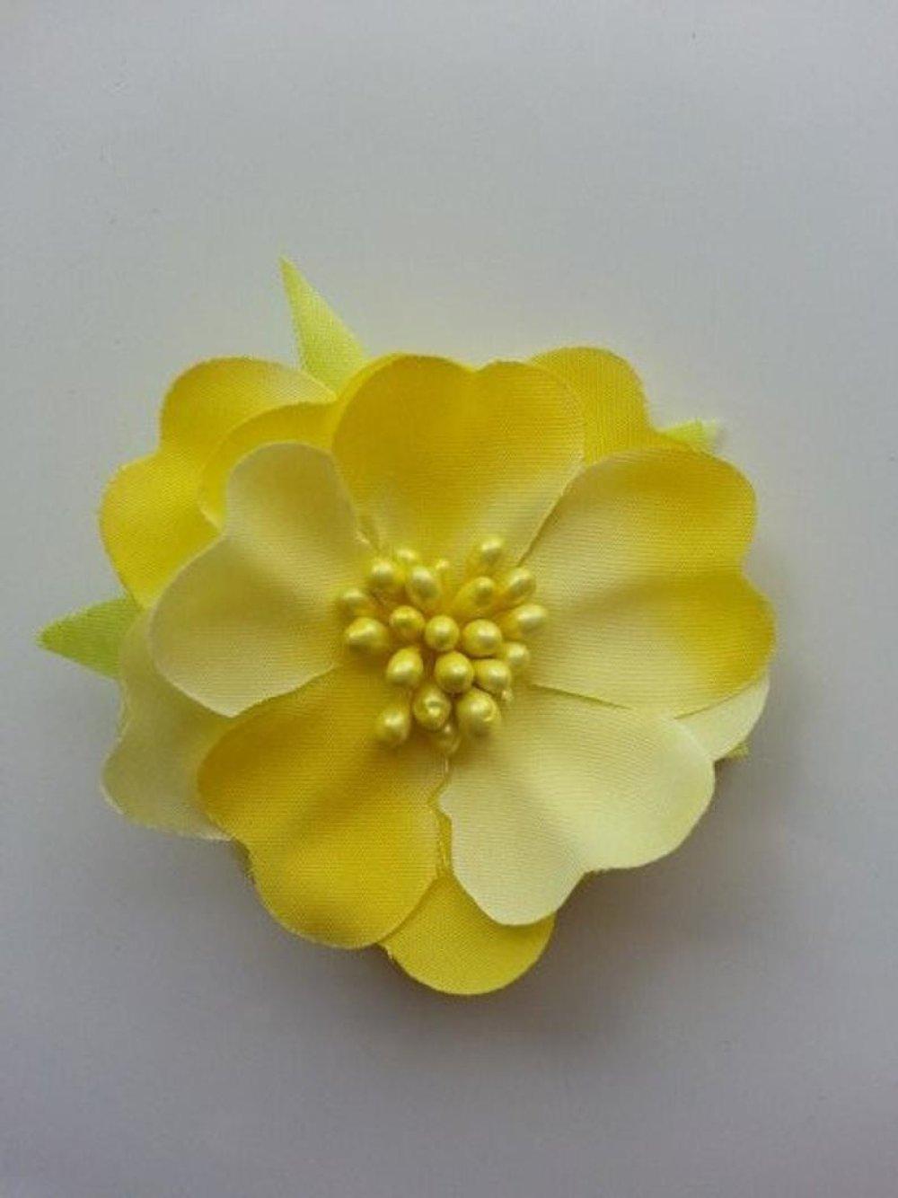 fleur tissu et pistils jaune 50mm