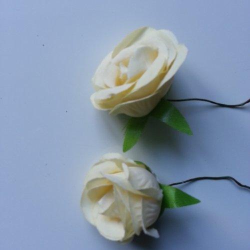 Lot de 2 fleurs en tissu  sur tige 30mm ivoire foncé