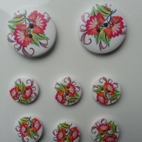 Lot de 8 boutons ronds en bois motif fleurs    2*30mm et  6*18mm