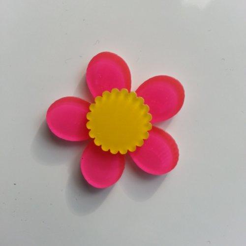 Fleur en plastique 36mm rose fuchsia et jaune