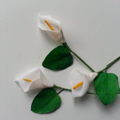 Lot de 3 minis fleurs arum sur  tige de 10cm blanc