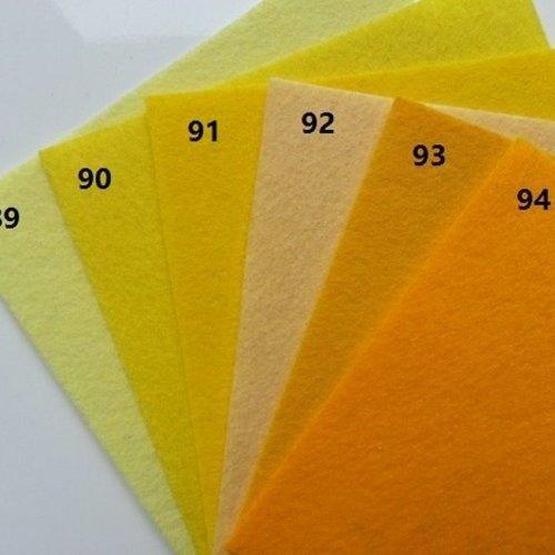 N93 feuille de feutrine unie 15*15cm jaune orange