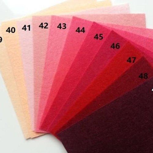 N45 feuille de feutrine unie 15*15cm ,peche, rose, rouge, bordeaux