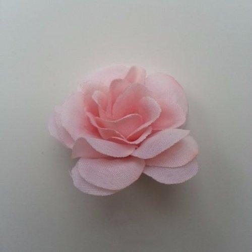 Fleur  en tissu pêche clair  40mm
